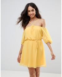 Vestido con hombros al descubierto amarillo de BCBG MaxAzria