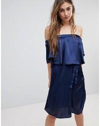 Vestido con hombros al descubierto azul marino de Blend She