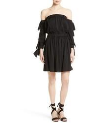 Vestido con hombros al descubierto de seda negro