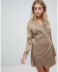 Vestido cruzado de satén marrón claro de Missguided