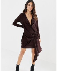 Vestido cruzado en marrón oscuro de ASOS DESIGN