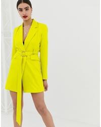 Vestido de esmoquin en amarillo verdoso de Club L London
