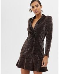 Vestido de esmoquin en marrón oscuro