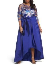 Vestido de noche de encaje con adornos azul