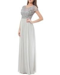 Vestido de noche de gasa con adornos plateado