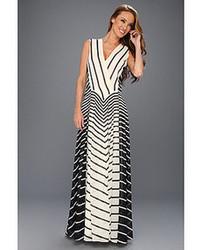Vestido de noche de rayas horizontales en negro y blanco