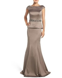 Vestido de noche de satén gris