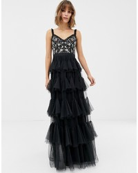 Vestido de noche de tul bordado negro de Needle & Thread