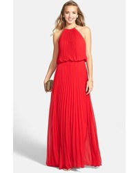 Vestido de noche plisado rojo