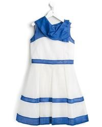 Vestido de rayas horizontales en blanco y azul