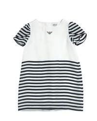 Vestido de rayas horizontales en blanco y negro