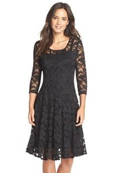 Vestido de vuelo de encaje negro