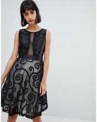 Vestido de vuelo de encaje negro de Amy Lynn
