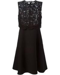 Vestido de vuelo de encaje negro de Valentino