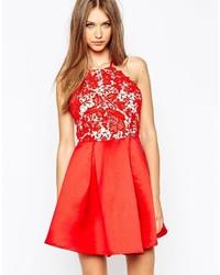 Vestido de vuelo de encaje rojo de Missguided