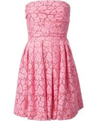 Vestido de vuelo de encaje rosado de Moschino Cheap & Chic