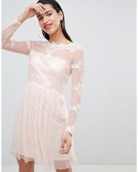 Vestido de vuelo de encaje rosado de Vila