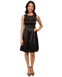 Vestido de vuelo de satén negro