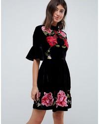 Vestido de vuelo de terciopelo bordado negro