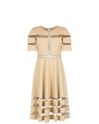 Vestido de vuelo marrón claro de Gloria Coelho