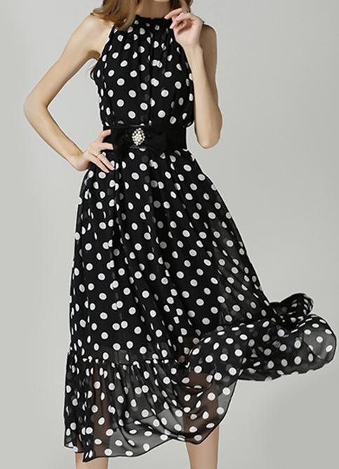 Combinar vestido negro lunares blancos