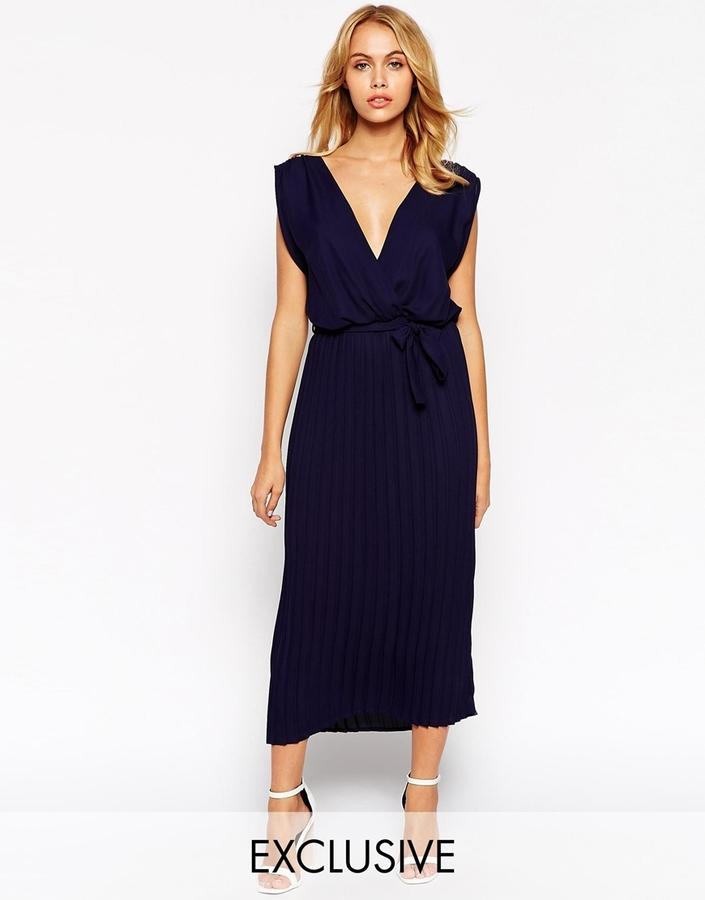 Como combinar un vestido largo azul oscuro