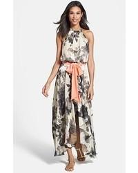 Vestido largo con print de flores en blanco y negro