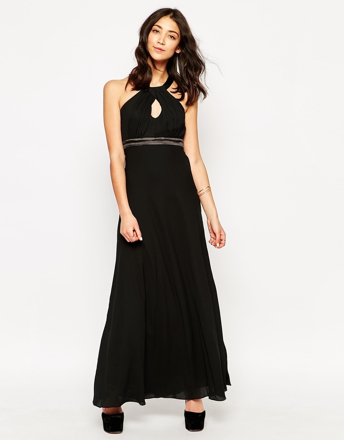 Combinar un vestido negro largo