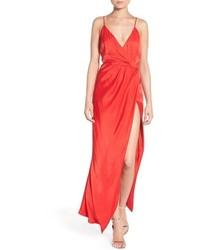 Vestido largo con recorte rojo