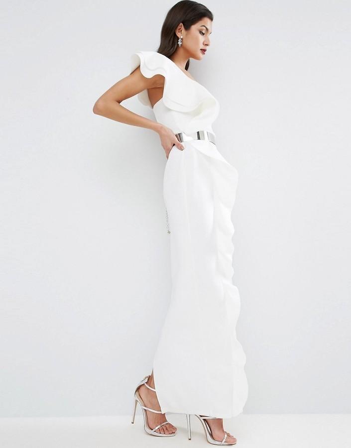e96354947 ... Vestido largo con volante blanco de Asos ...