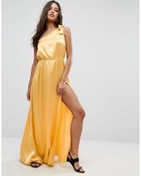 Vestido largo de satén amarillo