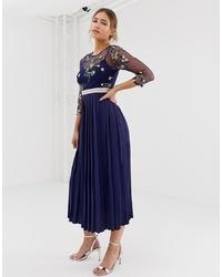 Vestido midi bordado azul marino de Little Mistress