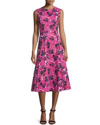 Vestido midi con print de flores rosa