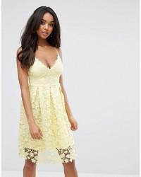 Vestido midi de crochet amarillo