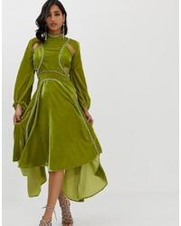 Vestido midi de terciopelo con adornos verde oliva de ASOS DESIGN
