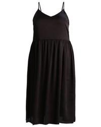 Vestido Midi Negro de Glamorous Curve