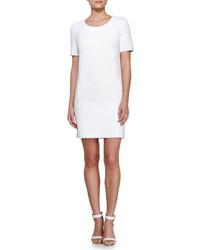 Vestido recto con relieve blanco