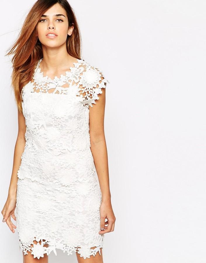 042e8ec1b ... Vestido recto de encaje blanco ...