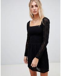 Vestido recto de encaje negro de Wild Honey