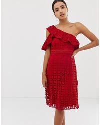 Vestido recto de encaje rojo de Dolly & Delicious