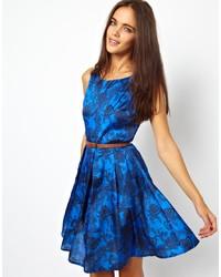 Vestido skater estampado azul de Glamorous