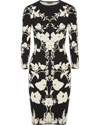 Vestido tubo con recorte negro de Alexander McQueen