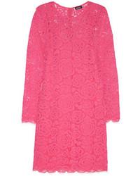 Vestido tubo de encaje rosa de DKNY