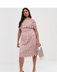 Vestido tubo de encaje rosado de Chi Chi London Plus