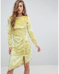 Vestido tubo de terciopelo amarillo de Miss Selfridge