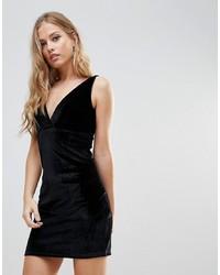 Vestido tubo de terciopelo negro de Wyldr