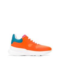 Zapatillas altas naranjas de Alexander McQueen