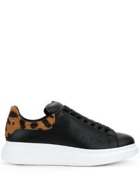 Zapatillas de cuero de leopardo negras de Alexander McQueen