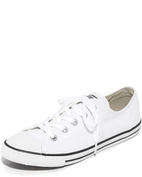 Zapatillas de lona de rayas horizontales blancas de Converse