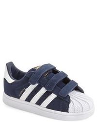 Zapatillas en azul marino y blanco